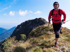 Å løpe nedover er skikkelig trening for musklene i lår og rumpe. Husk å sette føttene godt inn under kroppen når du gir gass!