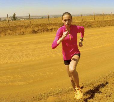 VIL IKKE GÅ TOM: Veronika Blom slurver aldri med inntaket av væske og energi under lange løp. - Jeg har aldri gått tom under konkurranser, Men på trening har det skjedd. Derfor bruker jeg alltid sportsdrikke underveis på økter over en time, eller under spesielt harde intervalløkter, forteller hun.