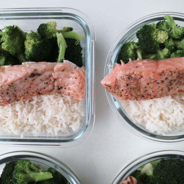 laks med ris og brokkoli